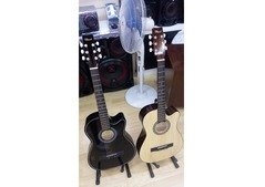 38inch acoustic guitar Price 160dhs